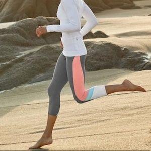 Athleta Gray Sonar Capri Crop Leggings Small Gym S